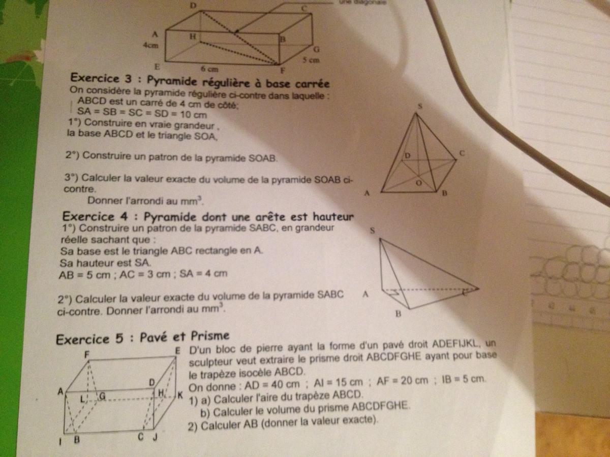 bonjour je n 39 arrive pas a calculer le volume d 39 une pyramide dont une ar te est hauteur c 39 est la. Black Bedroom Furniture Sets. Home Design Ideas