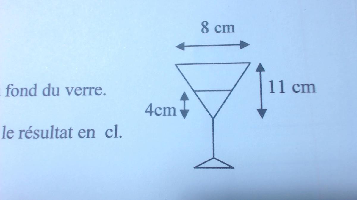 1 calculer le volume du verre conique ci contre en cm3 2 ce verre contient de l 39 eau le. Black Bedroom Furniture Sets. Home Design Ideas